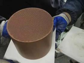 求是 传承 创新 和谐 ——玻陶所白酒催陈专用陶瓷体项目活动开展纪实
